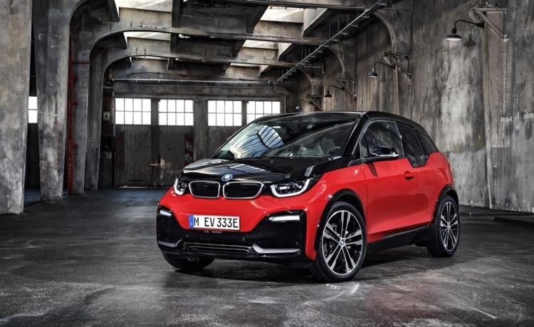 BMW представила спортивную версию электромобиля i3s