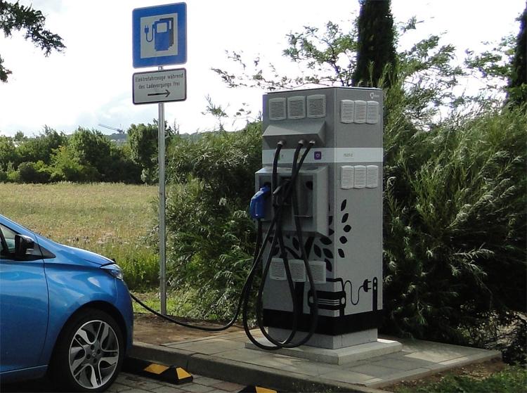 """Аккумуляторы от электромобилей Renault получат вторую жизнь в зарядных станциях"""""""