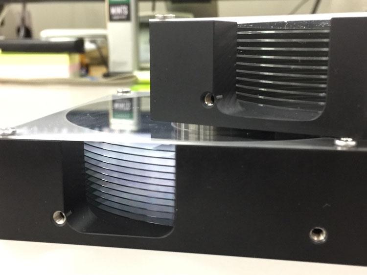 Макеты жёстких дисков с 10 и 12 стеклянными пластинами (Hoya)