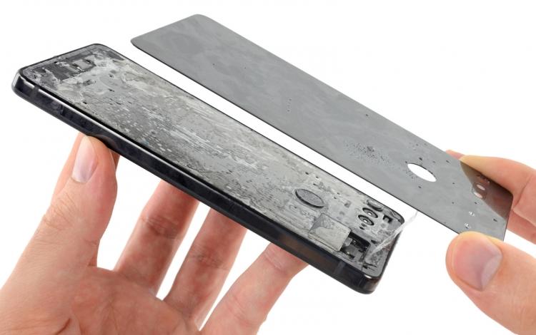"""Разборка Essential Phone: отремонтировать не доломав нельзя"""""""