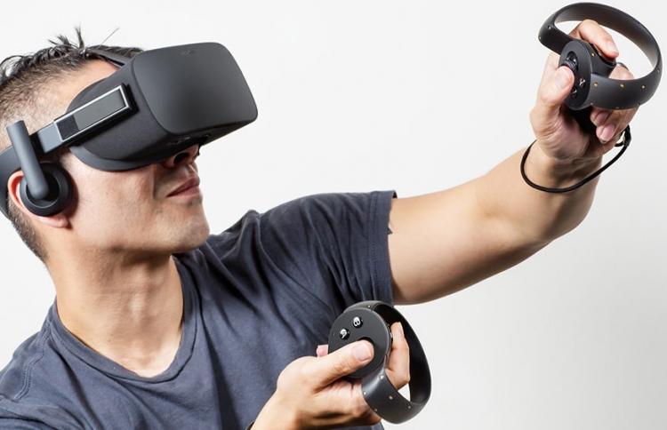 Шлем виртуальной реальности Oculus Rift. Пока с проводами
