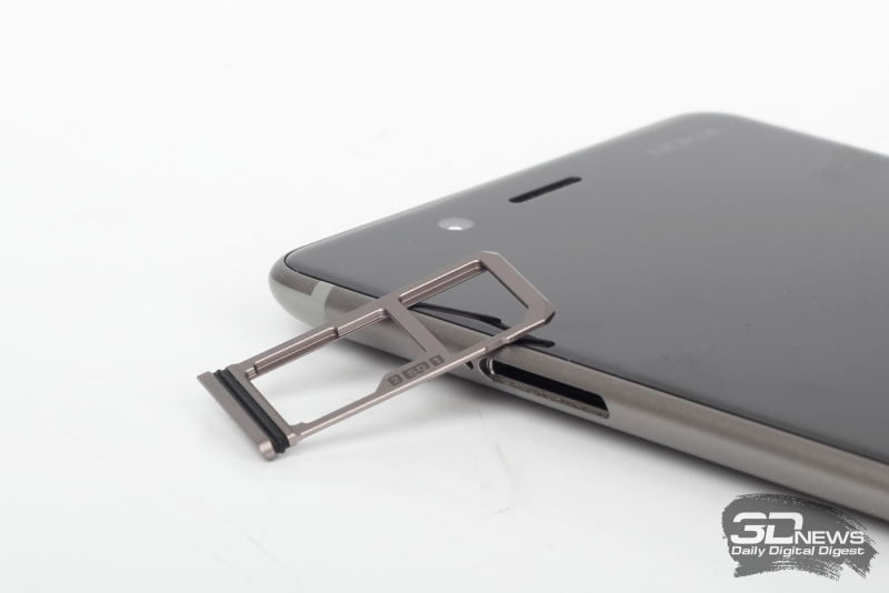 Nokia 8, слот для SIM-карт и карты памяти
