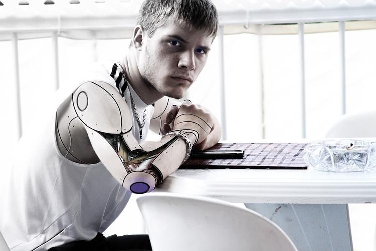 """В российских законах пропишут отношения человека и робота"""""""