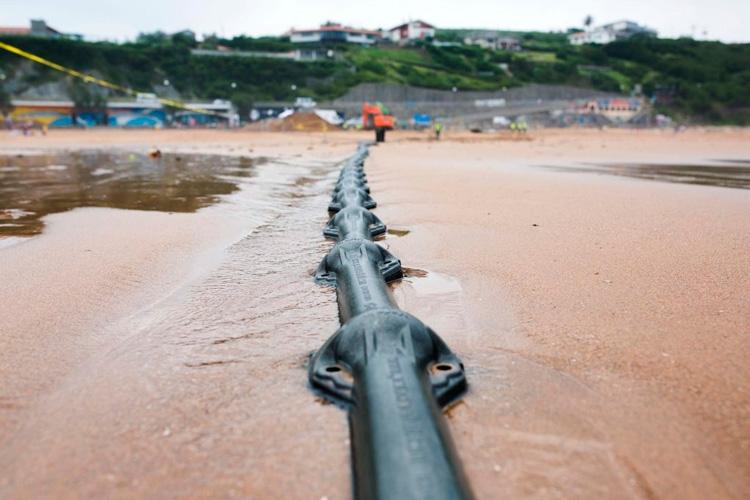 На суше кабель надёжно защищён от повреждений