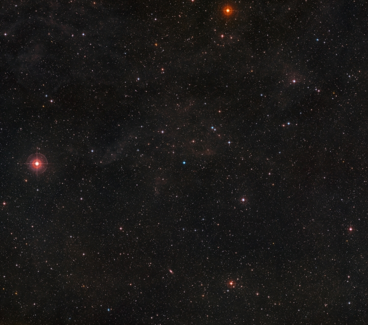 Область неба вокруг Туманности Сатурн, нажмите для увеличения