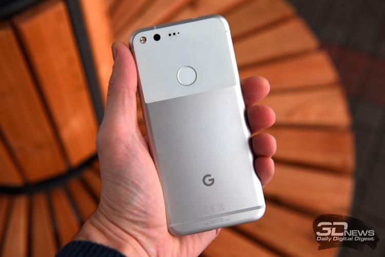 Google Pixel первого поколения - вид сзади