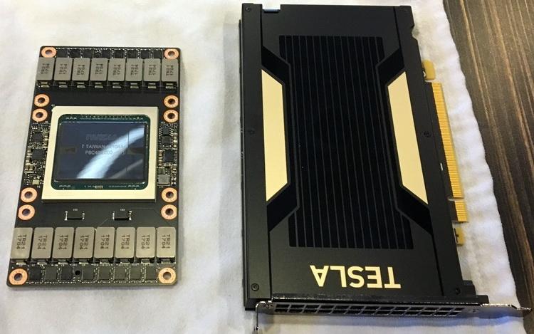 Tesla V100 SXM2 (слева) и V100 PCI Express