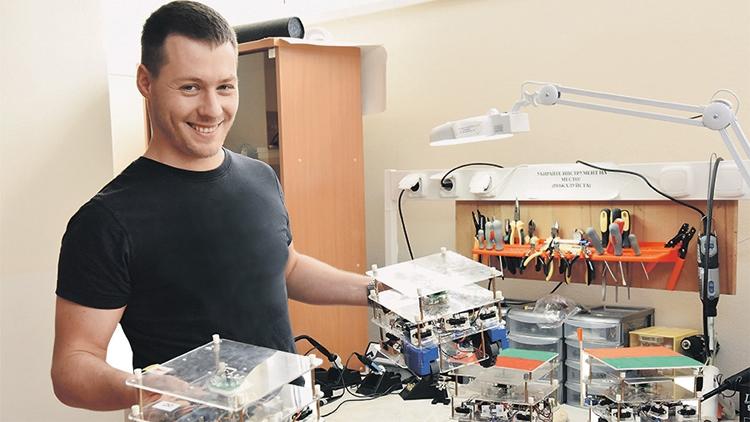 """Российские исследователи создают колонию разнотипных мини-роботов"""""""