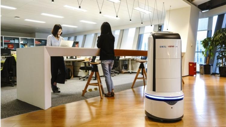 sm.eleme delivery robots 01.750 - Роботы-курьеры начнут развозить обеды по офисным центрам