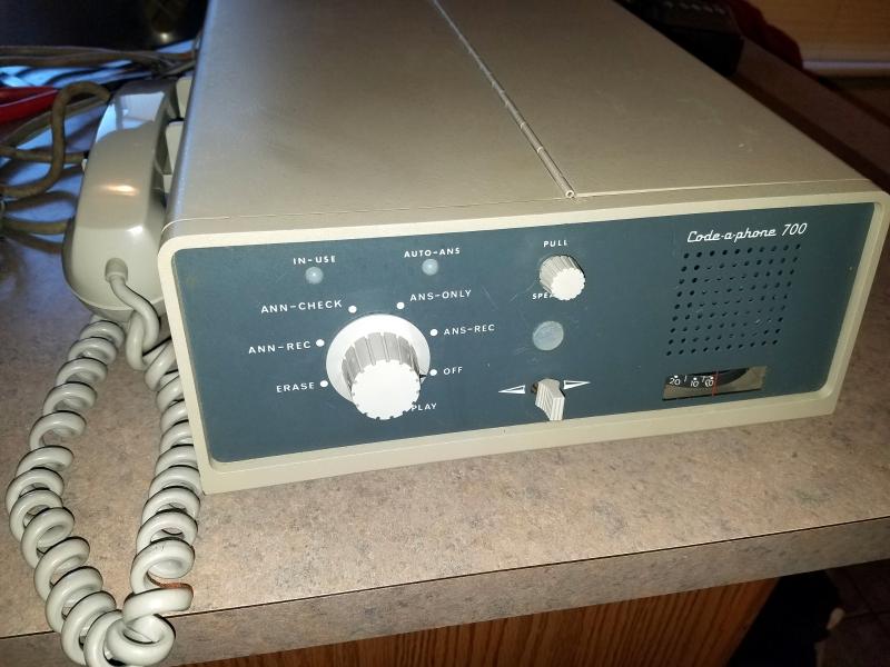 Автоответчик Code-A-Phone 700 1966 г.в. (Фото: Dennis Markham's Classic Rotary Phones)