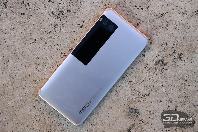 Meizu Pro 7, задняя панель: в едином блоке – дополнительный AMOLED-дисплей, двойная камера и двойная же светодиодная вспышка