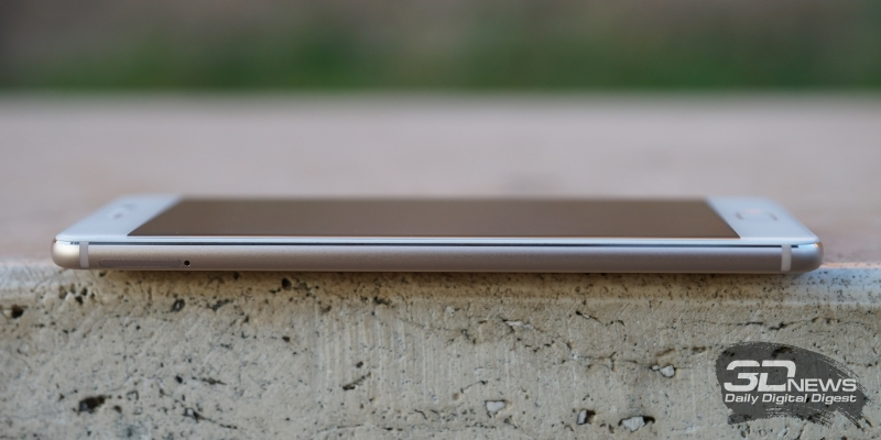 Meizu Pro 7, левое ребро: слот для двух SIM-карт