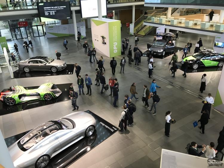 С левого нижнего угла по часовой стрелке: концепт Mercedes с трансформируемым кузовом, гоночный беспилотник Robocar Roborace, Audi A8 (автопилот третьего уровня), Tesla Model X (автопилот второго уровня), NVIDIA BB8 (автопилот четвертого уровня)