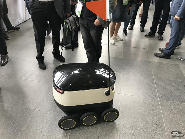 Робот-курьер компании Starship Technologies