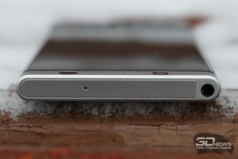BlackBerry KEYone, верхняя грань: дополнительный микрофон и мини-джек