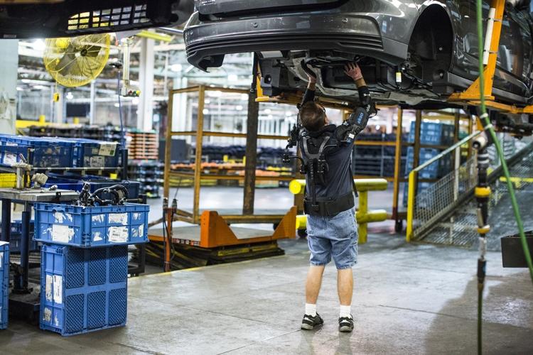 """Экзоскелет Ford облегчит работу специалистов сборочных линий"""""""