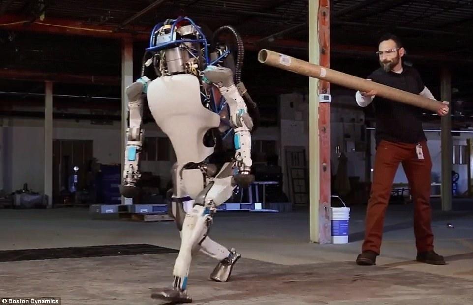 Видео дня: робот Boston Dynamics Atlas делает обратное сальто