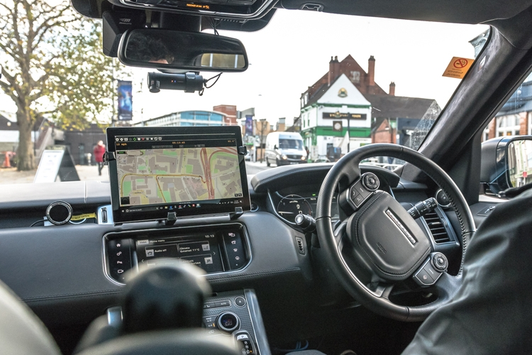 Робомобили Jaguar Land Rover впервые выехали на дороги общего пользования