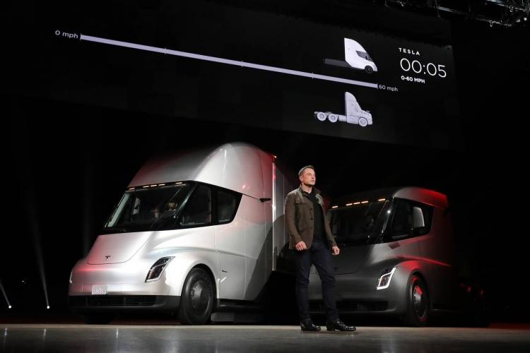 На электрогрузовики Tesla уже есть крупные заказчики