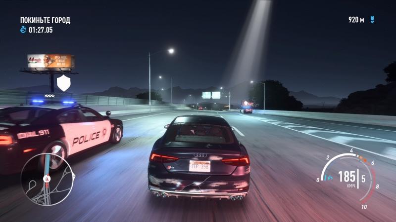 Толкаться с полицией никто не мешает, но легче просто доехать до финиша и сбросить их с хвоста