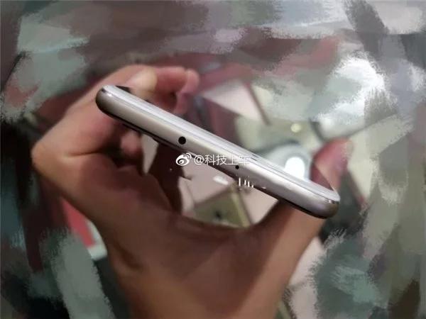 06 - Huawei Aurora: фото безрамочного смартфона с фронтальным сканером отпечатков
