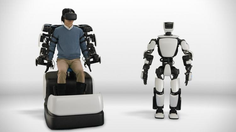 Человекоподобный робот Toyota способен повторять за движениями оператора