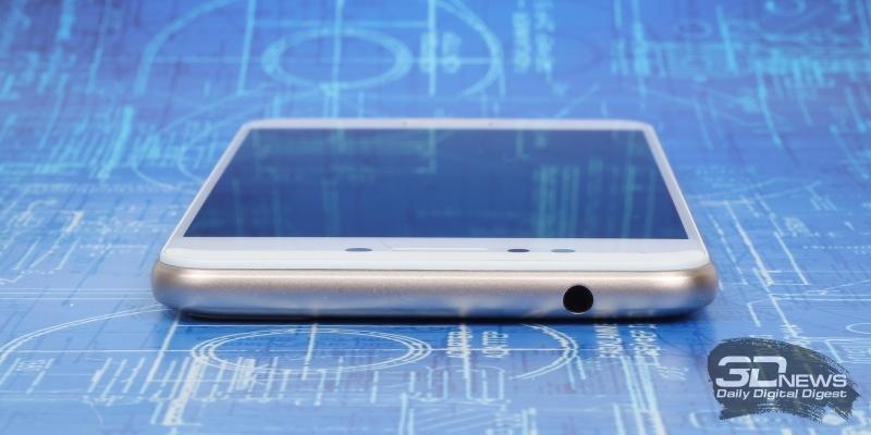 ASUS Zenfone 4 Max (ZC520KL), верхняя грань: мини-джек для наушников/гарнитуры