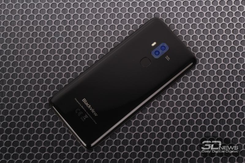 Blackview S8, задняя панель: два объектива камеры, двойная светодиодная вспышка и сканер отпечатков пальцев