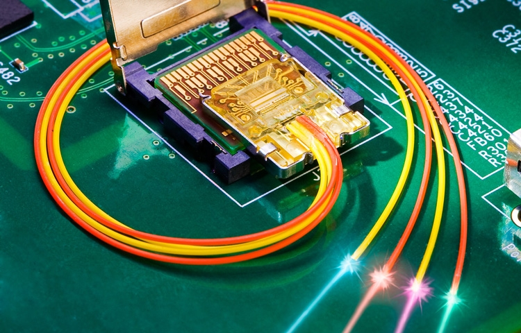 Встроенный в вычислительную платформу оптический интерфейс в представлении Intel