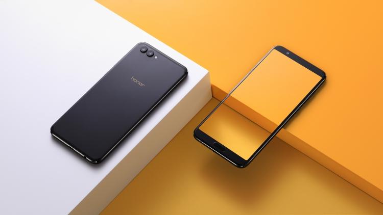 "Huawei представила безрамочный смартфон Honor View 10 и начала продажи Honor 7X"""