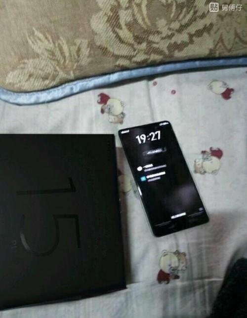 me2 - Безрамочный смартфон Meizu 15 Plus замечен на изображениях