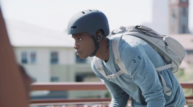 JBL представила беспроводную «гарнитуру-ожерелье» UA Sport Wireless Flex