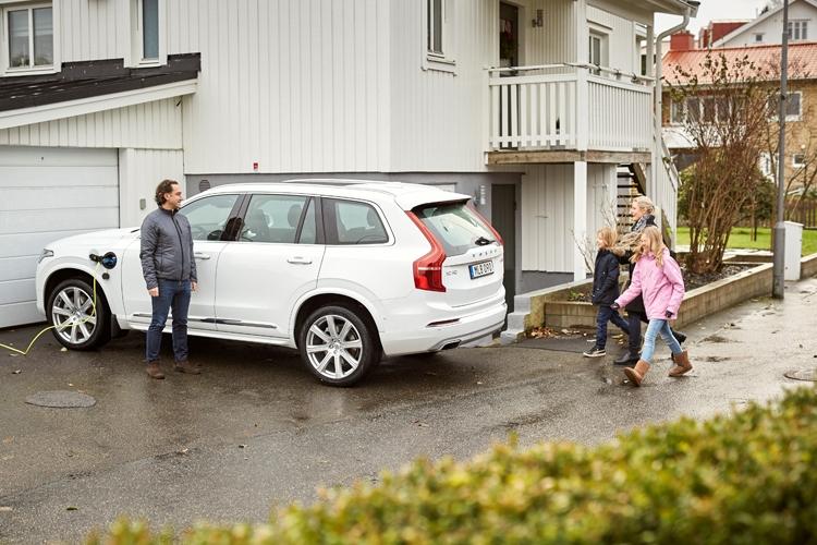 Шведские семьи помогут Volvo в создании самоуправляемых автомобилей
