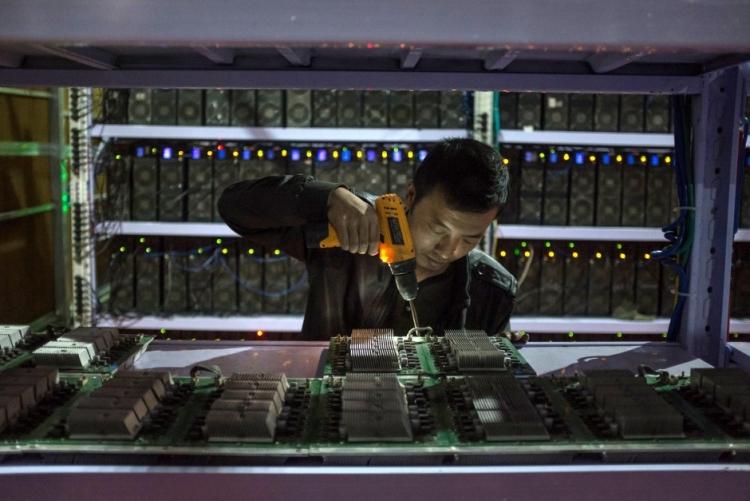 """В «Транснефти» добывали криптовалюту на рабочих ПК"""""""