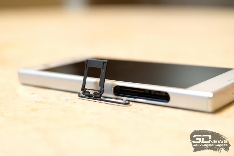 Sony Xperia XZ1 Compact, слот для SIM-карт и карты памяти