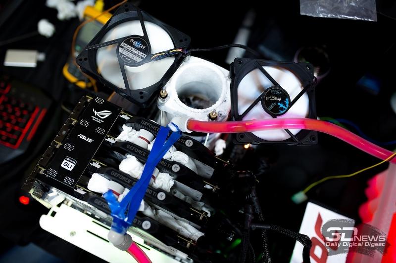 Так выглядит стенд с разогнанными Core i9-7980XE и четырьмя ASUS ROG STRIX GeForce GTX 1080 Ti