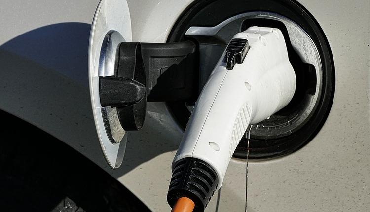 """Спрос на подержанные электромобили в России вырос троекратно"""""""