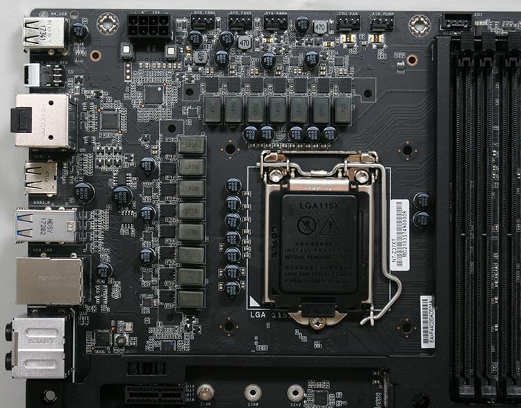 В системе питания гнезда CPU используются восемь фаз с удвоителями