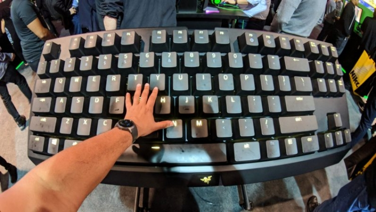 """По следам CES: большая механическая клавиатура Razer для больших рук"""""""