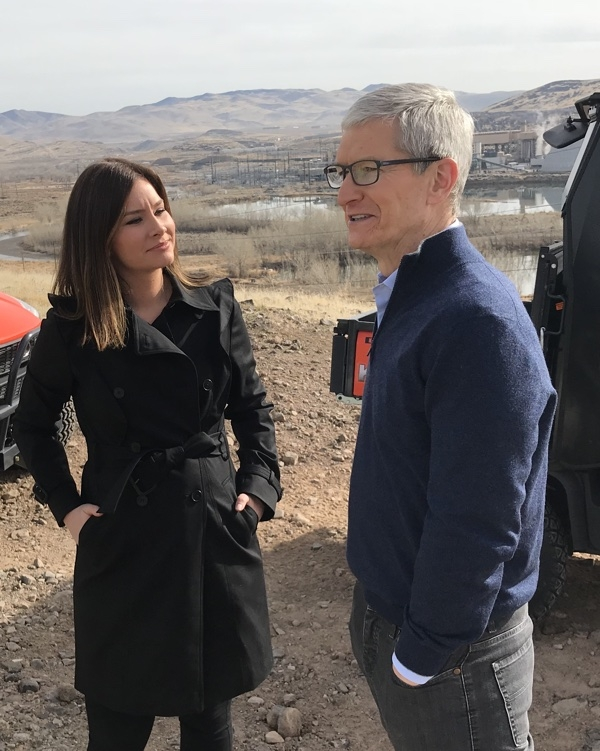 Тим Кук даёт интервью корреспонденту ABC News в ходе посещения ЦОД в Рино (Невада)