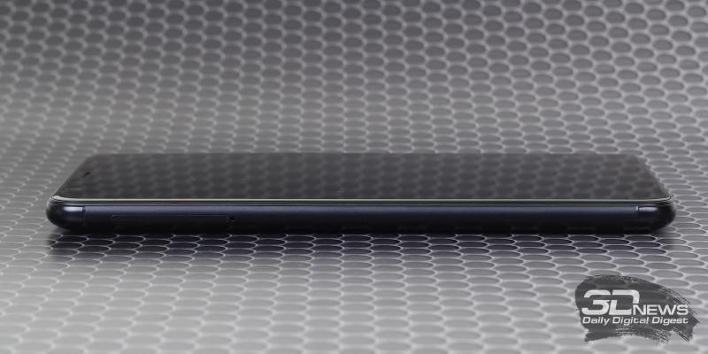 ASUS Zenfone Max Plus, левая грань: слот для SIM-карт и карты памяти
