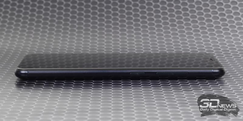 ASUS Zenfone Max Plus, правая грань: клавиши включения и регулировки громкости