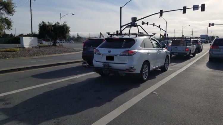 """Apple увеличила парк самоуправляемых автомобилей в Калифорнии"""""""