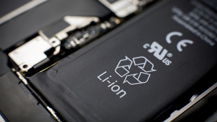 sm.201608190910067814.750 - В США могут запретить продажу гаджетов с труднозаменяемой батареей