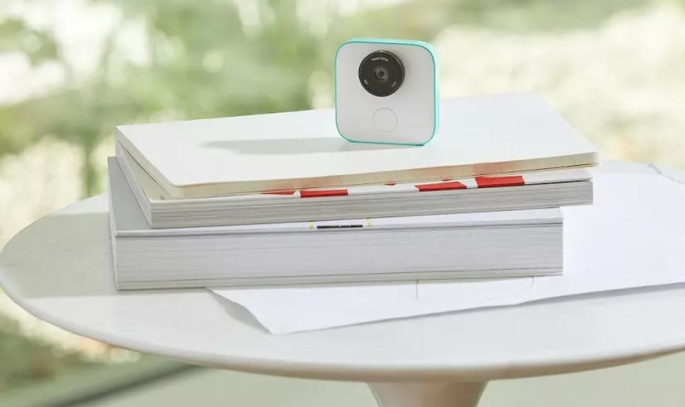 """Google наконец начала продавать камеру Clips"""""""