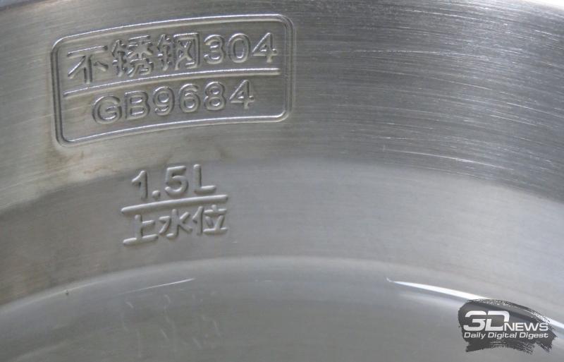 Чуть выше отметки 1.5L видна граница слоёв покрытия колбы