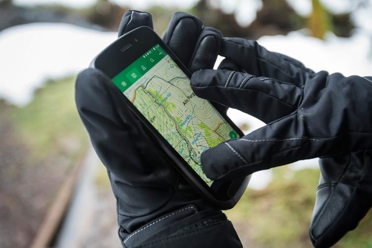 Производитель машин Ленд-Ровер анонсировал защищенный смартфон Explore