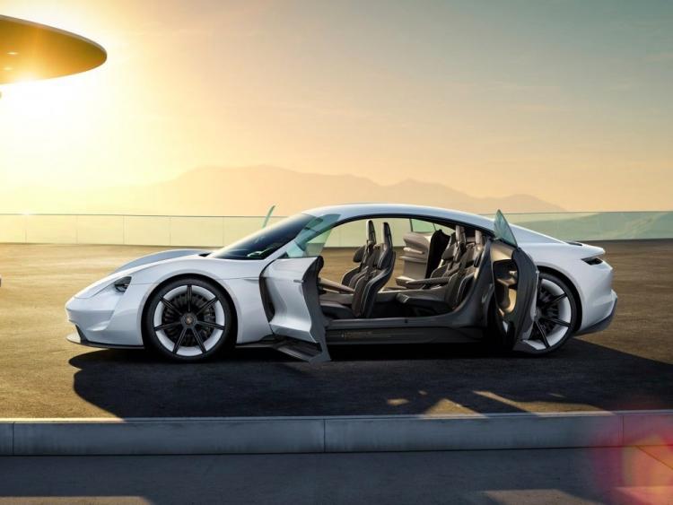 Рендер Porsche Mission E