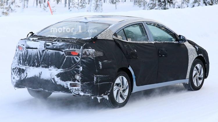 """Hyundai испытывает новый автомобиль с электрическим приводом"""""""