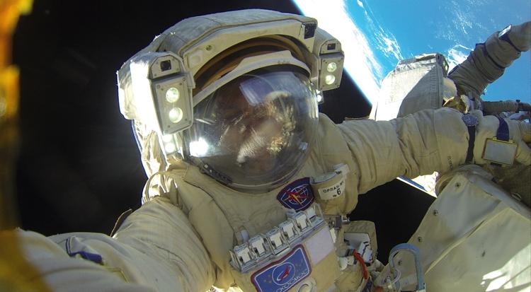 Фото дня: рекордный выход российских космонавтов в открытый космос